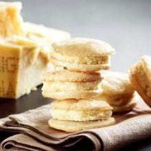 Macaron al Parmigiano Reggiano